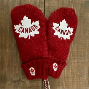 Red Canada Olympic Maple Leaf Knit Olympic Mittens